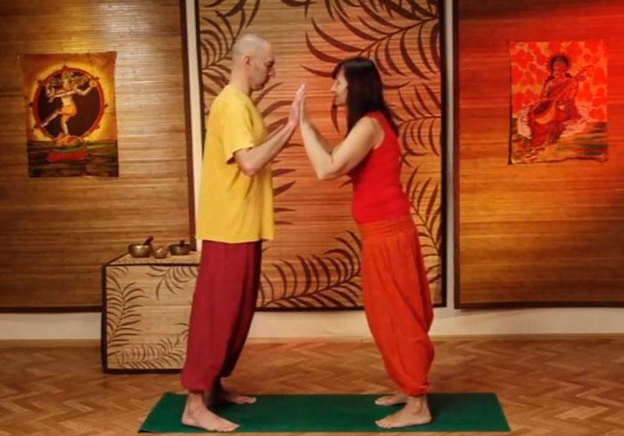 Голая йога в hd