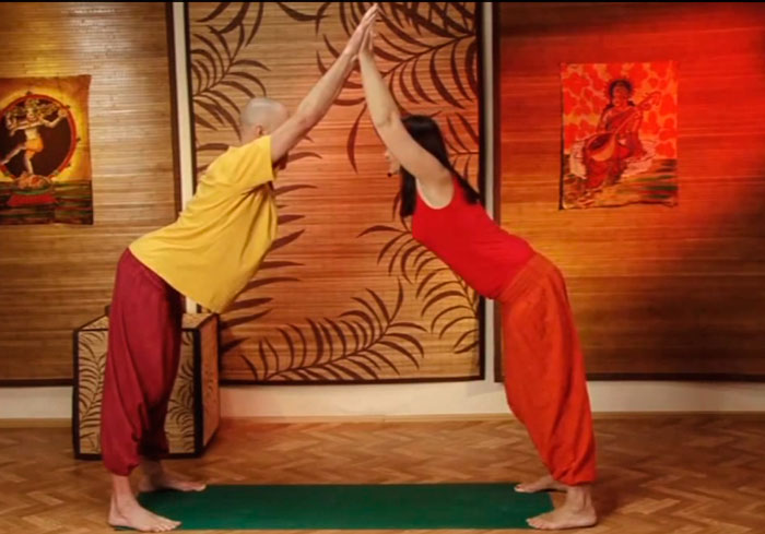 Голая йога в паре