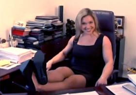 Разминка в офисе для босса и секретарши