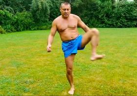 Разминка для позвоночника: упражнения для ног