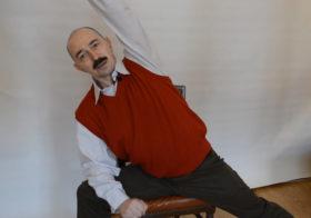 Разминка со стулом в офисе
