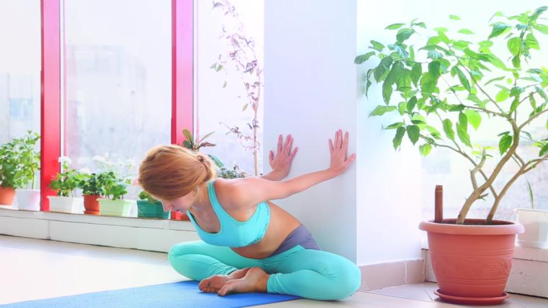 Гимнастические упражнения для начинающих: стена в помощь