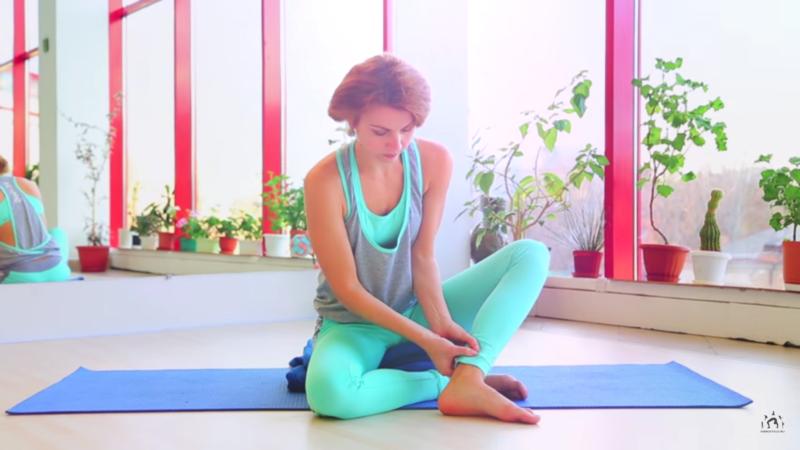 Массаж точки женского здоровья при месячных - упражнения в критические дни