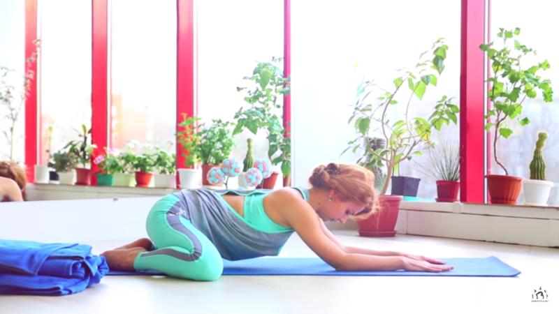 Упражнения, которые нужно делать во время месячных