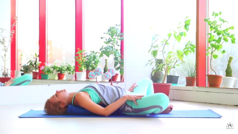 Упражнения во время месячных - раскрытие мышц таза и живота