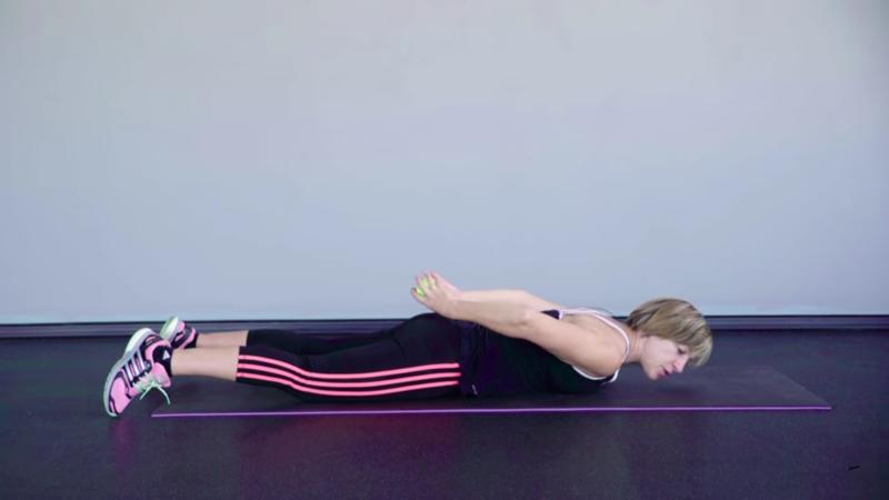 Женская гимнастика для похудения - дополнительная нагрузка при подъеме корпуса