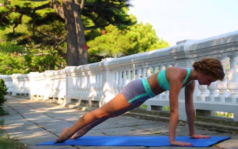 """Для женщин - как убрать живот - Упражнение """"Планка"""" с вытянутыми стопами"""